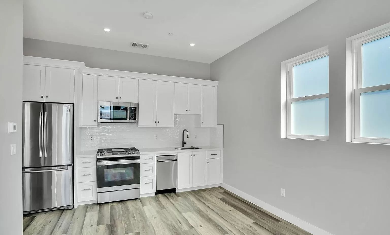 adu-kitchen-white